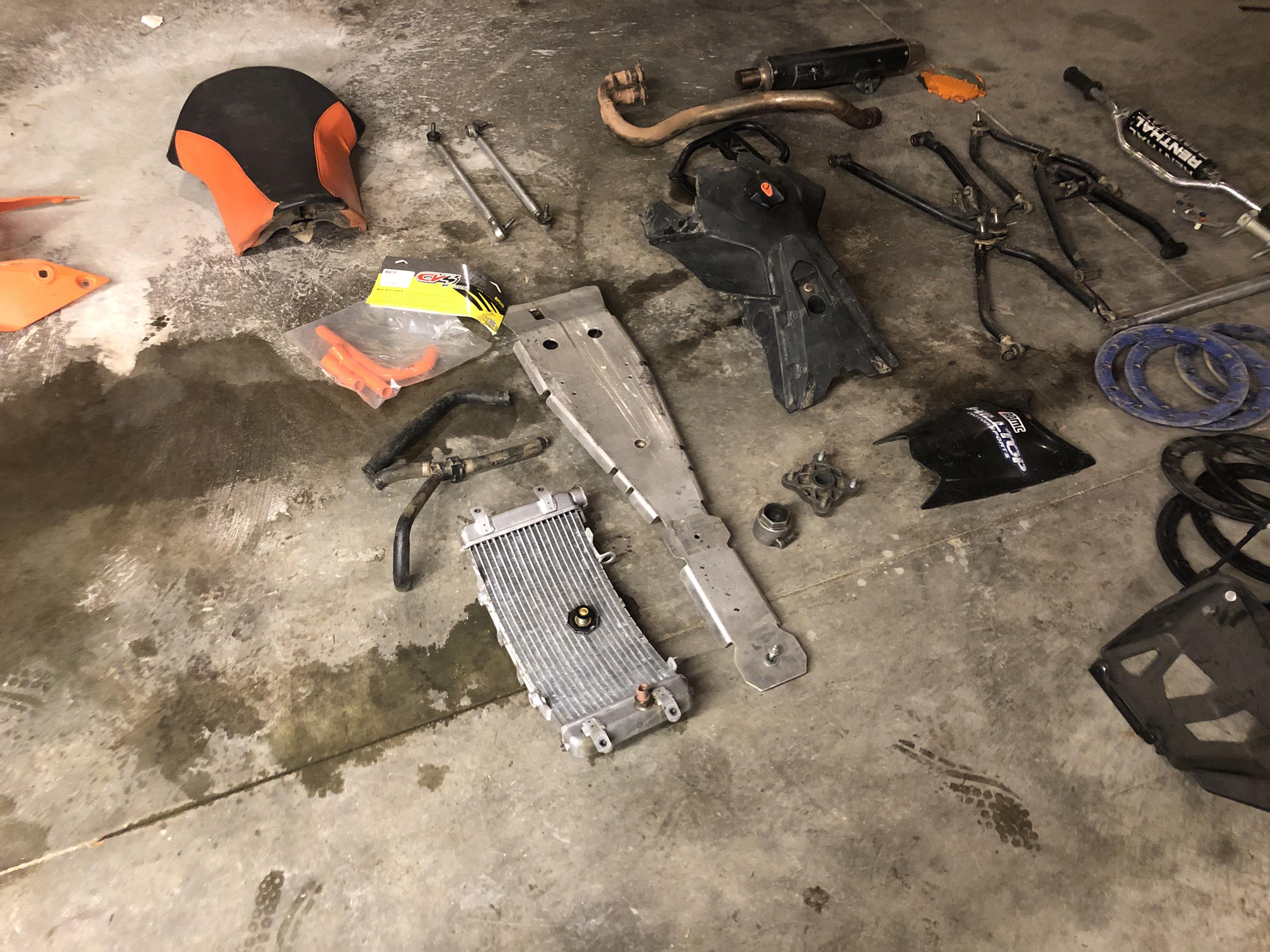 Parts for sale-c11793fd-174f-4296-a98e-a2ac60e56541.jpeg